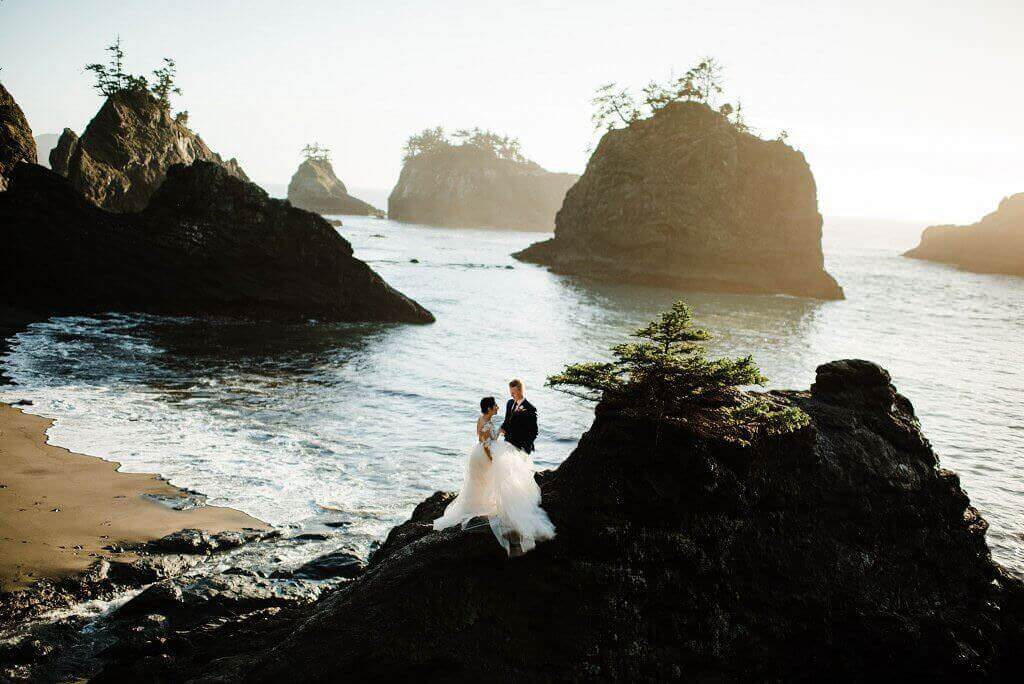oregon coast elopement, adventure elopement photographer
