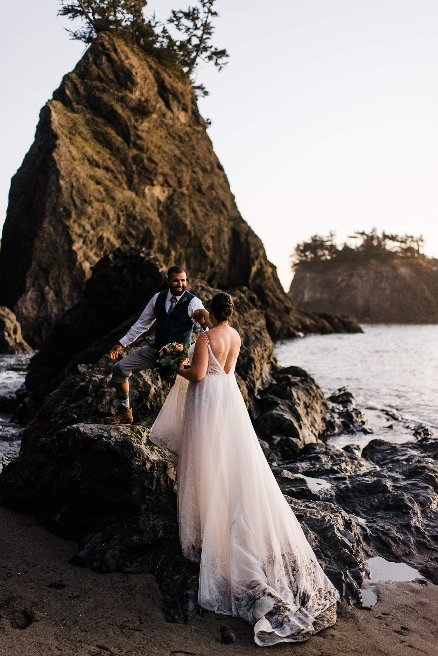 samuel h boardman oregon coast elopement,Oregon Coast,adventure elopement photographer,beach elopement,beach wedding,elopement,elopement photographer,intimate wedding,oregon coast elopement,oregon wedding,pacific northwest wedding,sam starns,