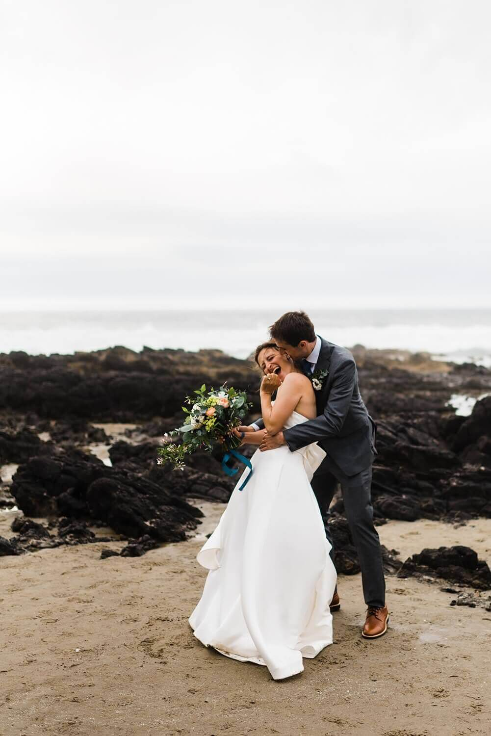Oregon,Oregon Coast,Pacific Northwest,adventure elopement,elope,elope your life,heceta head,sam starns,thor's well,